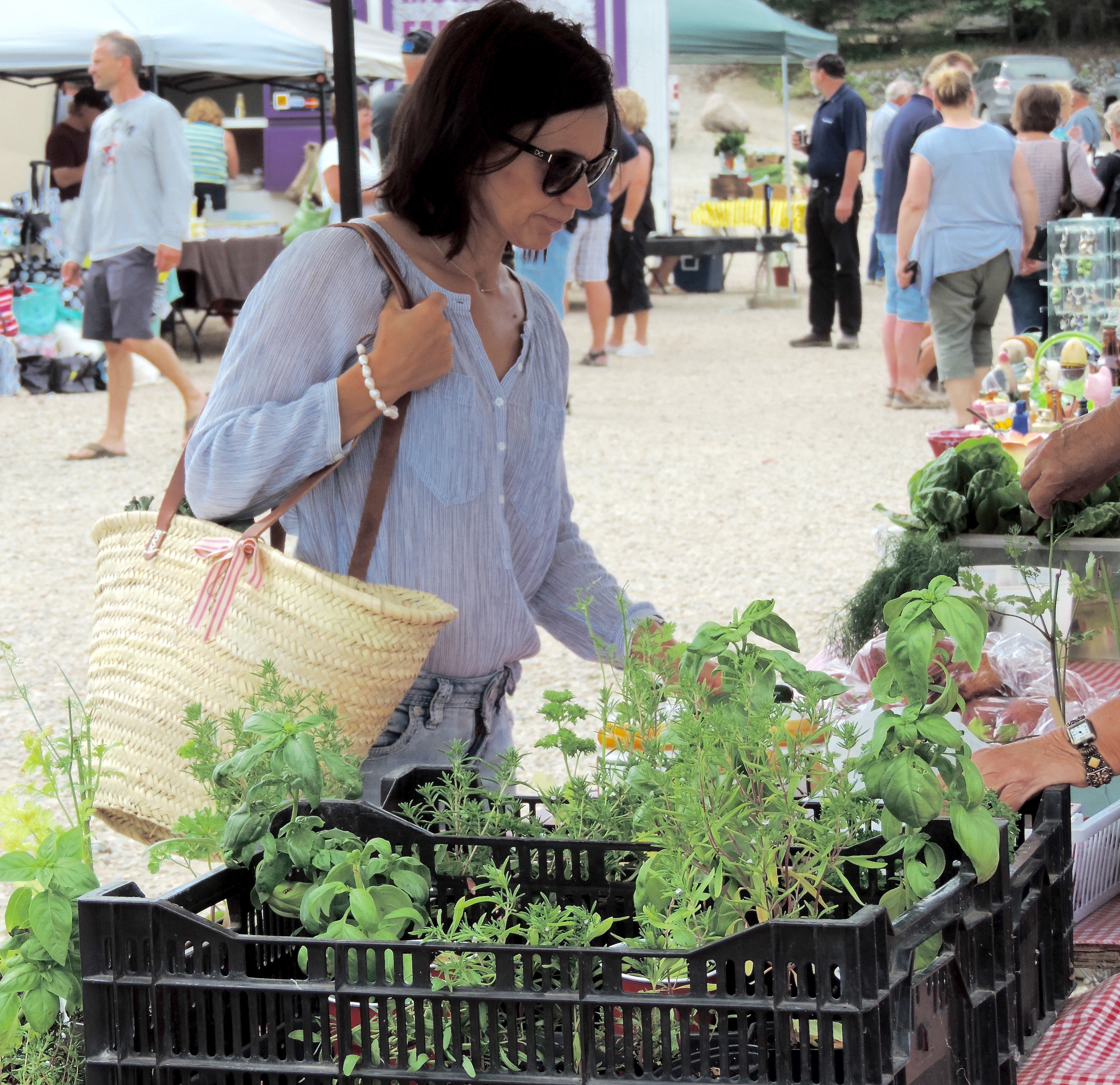 woman shopping at outdoor market